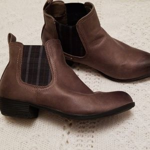 Boot shoes 8.5 gray brown